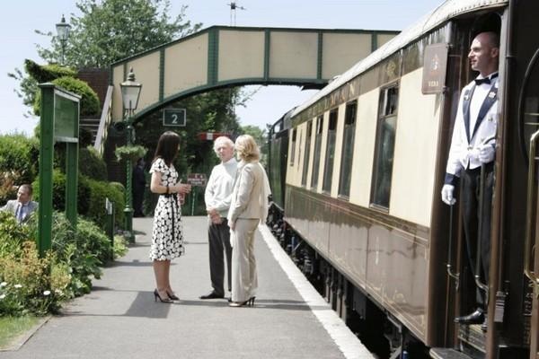 Passengers meet before boarding the British Pullman - © Ryan Davies